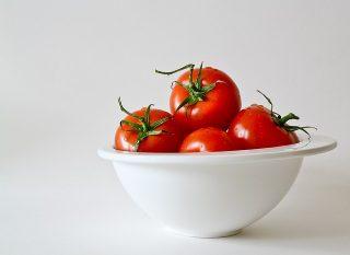 トマトのヘタ取りが楽々!見た目も可愛いキッチンアイテム!